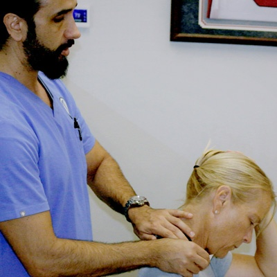 Chiropractor treatment for neck pain